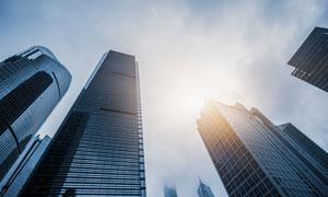 城市高楼大厦仰拍逆光摄影高清图片