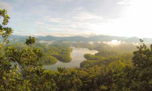 天空群山树丛河水风光摄影高清图片