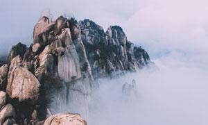 高耸入云端的险峻山峰摄影高清图片
