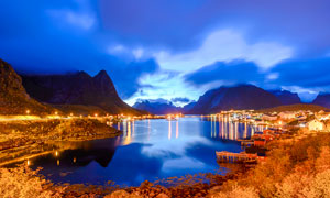山间湖泊美丽夜景摄影图片
