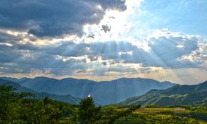阳光下的大山美丽风光摄影图片