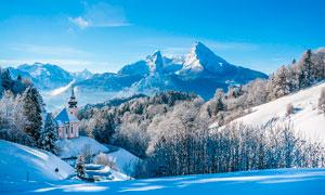 冬季山顶美丽雪景摄影图片