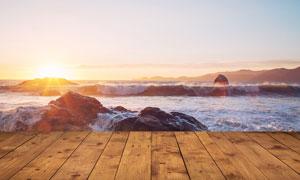 海边木地板日出美景摄影图片