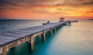 美丽大海和栈桥夕阳美景摄影图片
