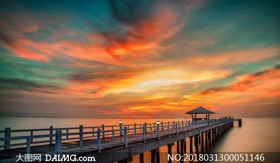 海边栈桥唯美夕阳景色摄影图片