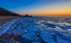 冬季海边浮冰黄昏美景摄影图片