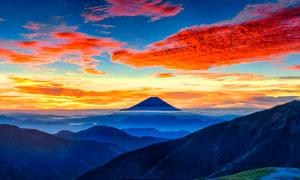 山峦云雾和夕阳美景摄影图片