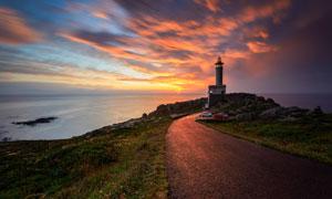海边灯塔夕阳美景摄影图片