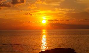 海边落日余晖美丽景色摄影图片