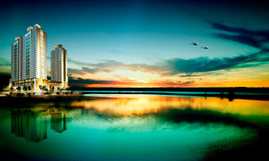 商业中心和湖泊夕阳美景摄影图片