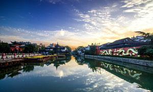 江南水乡古建筑和河流摄影图片