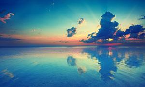 大海上美丽的夕阳美景摄影图片