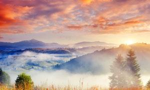清晨山顶美丽的云雾高清摄影图片