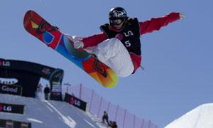半空中的滑雪运动人物摄影高清图片