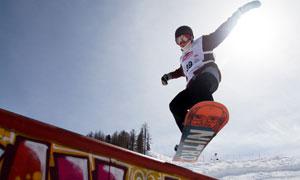 正在玩滑板的运动人物摄影高清图片