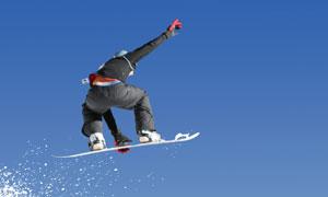 冬天雪上滑板运动人物摄影高清图片