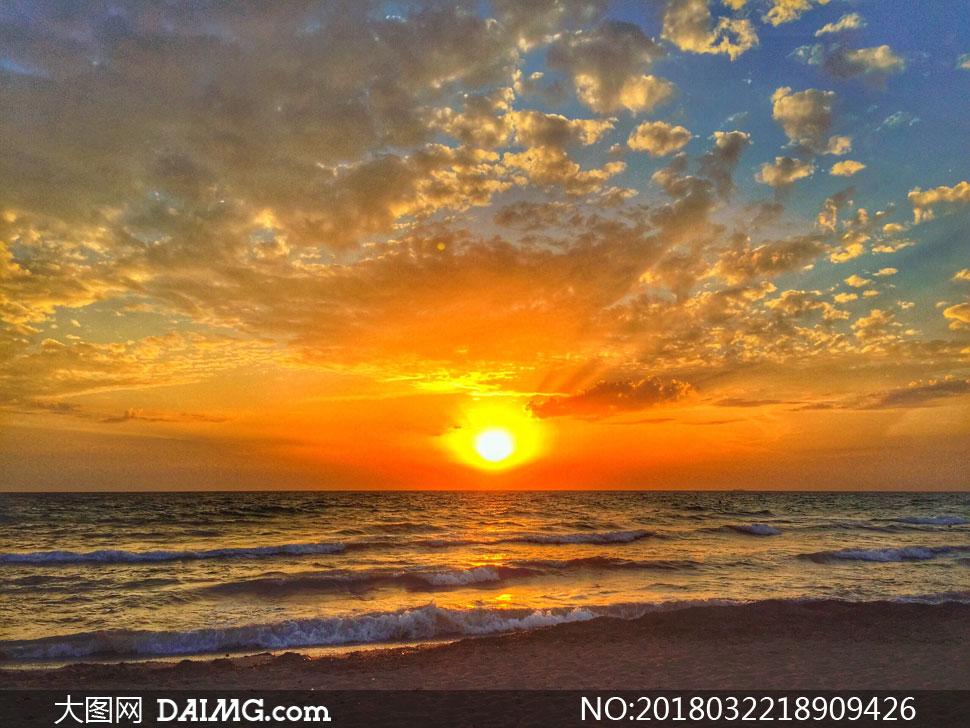 黄昏海上波涛自然风景摄影高清图片