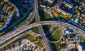 城市上空鸟瞰的立交桥摄影高清图片