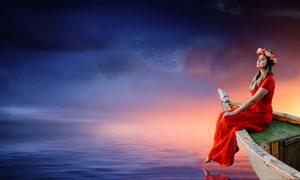坐在船头的红裙子美女摄影高清图片