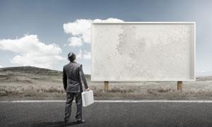 在看广告牌的职场人物创意高清图片