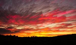 黄昏天空中的瑰丽云彩摄影高清图片