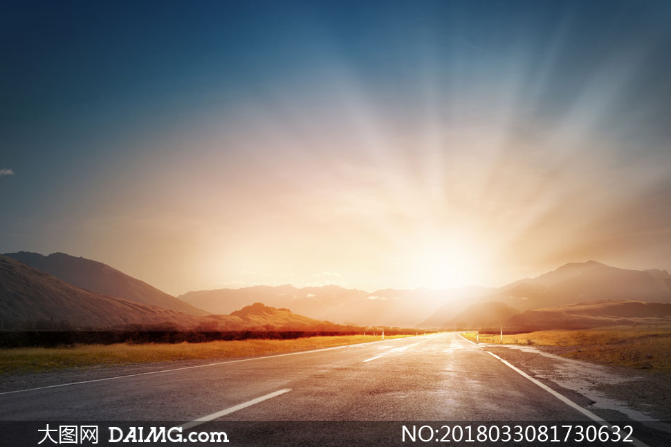 黄昏山间公路自然风景摄影高清图片