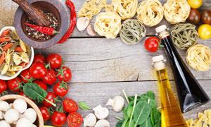 面条与食用油西红柿等摄影高清图片