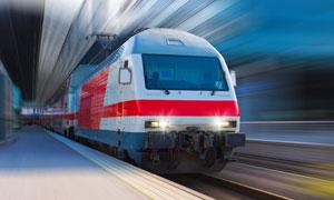 快速行驶中的地铁车辆摄影高清图片