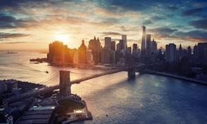 隔海相望的城市建筑群鸟瞰摄影图片