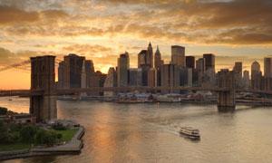 夕阳西下时的城市风光摄影高清图片