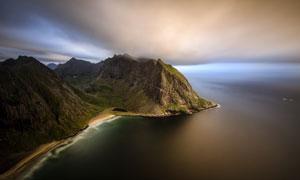 海边连绵群山鸟瞰风光摄影高清图片