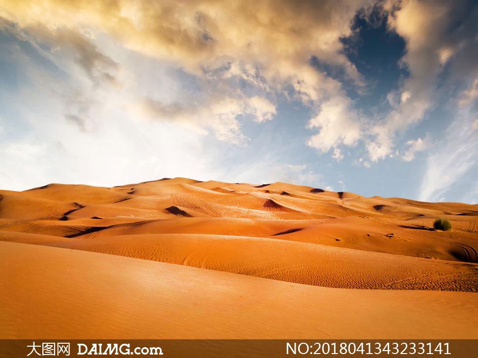 蓝天白云沙漠自然风景摄影高清图片