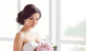 站在窗台边的新娘人物摄影高清图片