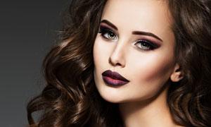 侧偏卷发造型性感妆容美女高清图片