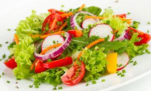 色彩斑斓的西红柿蔬菜沙拉高清图片