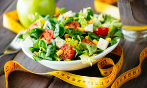 减肥瘦身膳食蔬菜沙拉摄影高清图片