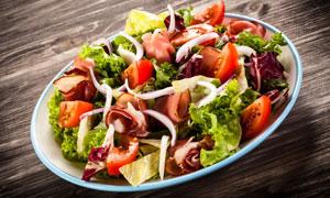 制作好的培根蔬菜沙拉摄影高清图片