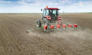 在进行农业生产作业的机械高清图片