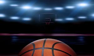 篮球特写与耀眼的灯光摄影高清图片