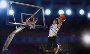 进行灌篮训练的运动员摄影高清图片