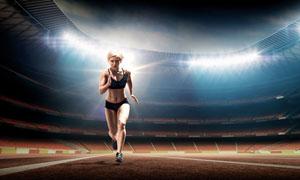 室内场馆跑道上的运动美女高清图片