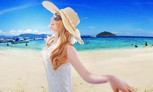 在海边戴遮阳帽的美女人物高清图片