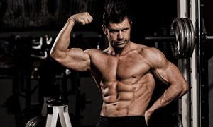展示大块肌肉群的男人摄影高清图片