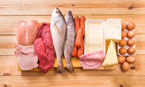砧板上的肉食鱼类食材摄影高清图片