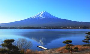富士山脚下的湖泊风光摄影高清图片