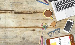 笔记本电脑与咖啡饼干摄影高清图片