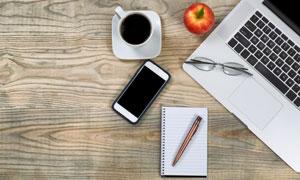 手机咖啡与笔记本电脑特写高清图片