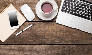 咖啡手机与笔记本电脑摄影高清图片