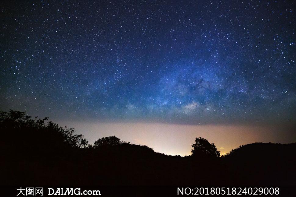 太阳落山后的夜空风光摄影高清图片