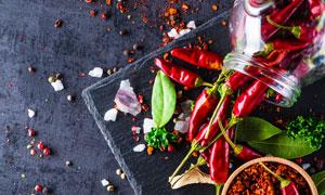 香叶海盐与辣椒粉朝天椒等高清图片